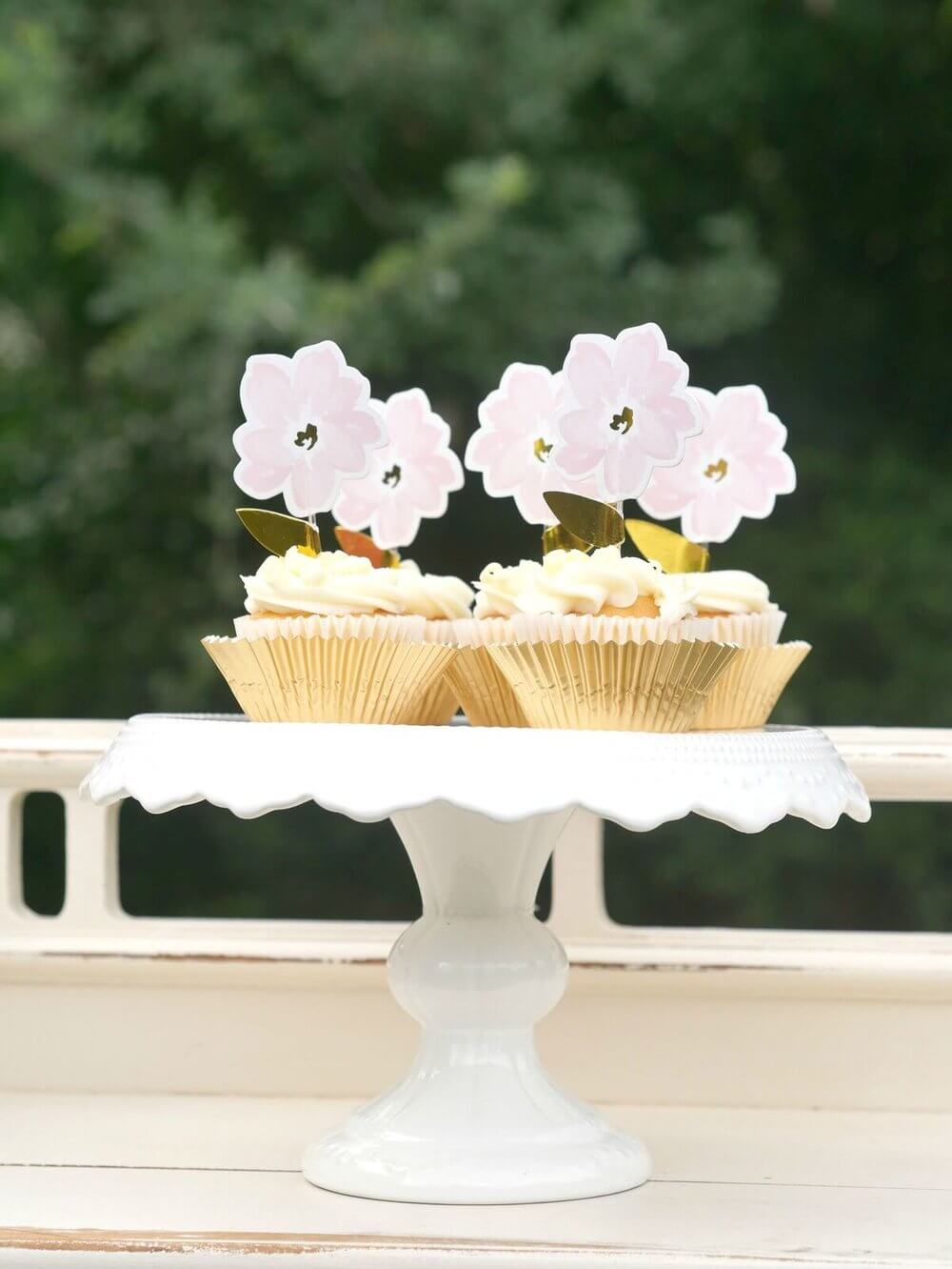 French Cottage Bridal Shower Ideas / Outdoor Bridal Shower ideas and decor / Pastel colors Bridal Shower Ideas / Floral Cupcake idea / Shabby Chic Bridal Shower Ideas / Bridal Shower dessert table idea / Baby Shower dessert table idea / Styled by Carolina from MINT Event Design / www.minteventdesign.com