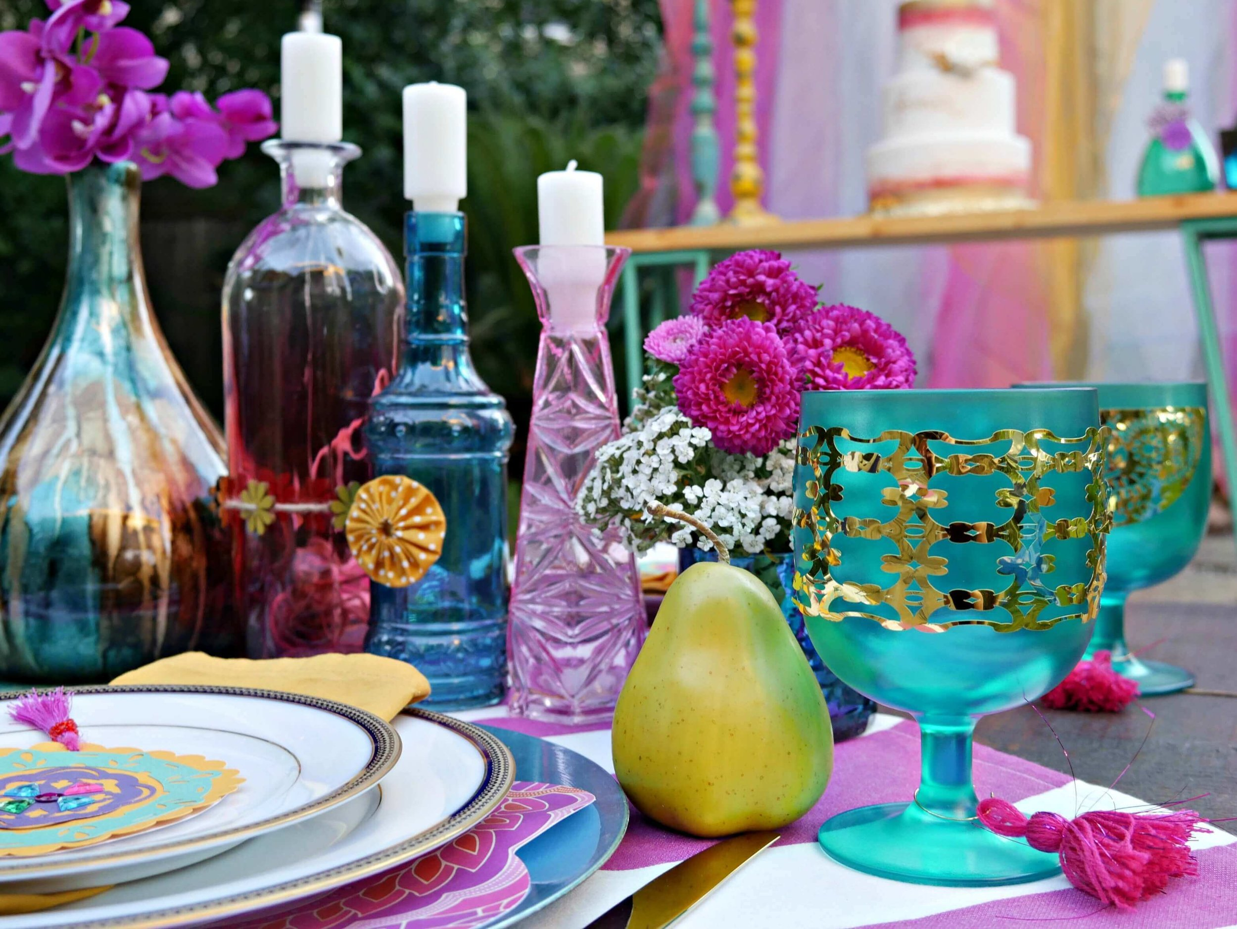 Gypsy inspired party ideas that are bold and beautiful. Styled by Mint Event Design www.minteventdesign.com #tablesetting #tablescapes #bohochic #engagementparty