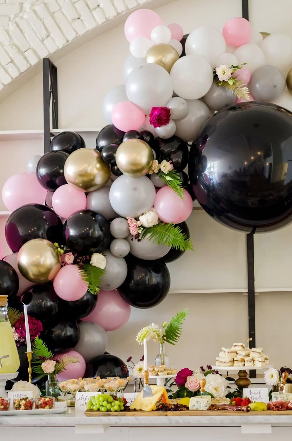 Amazing balloon garland idea