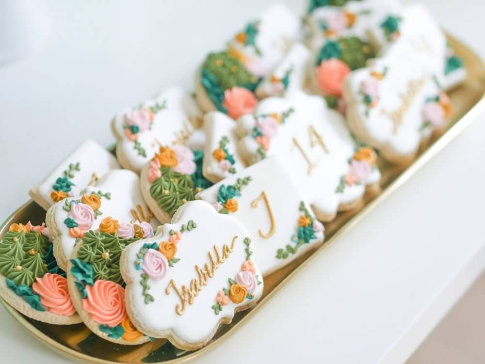 Adorable cookies with some fine florals