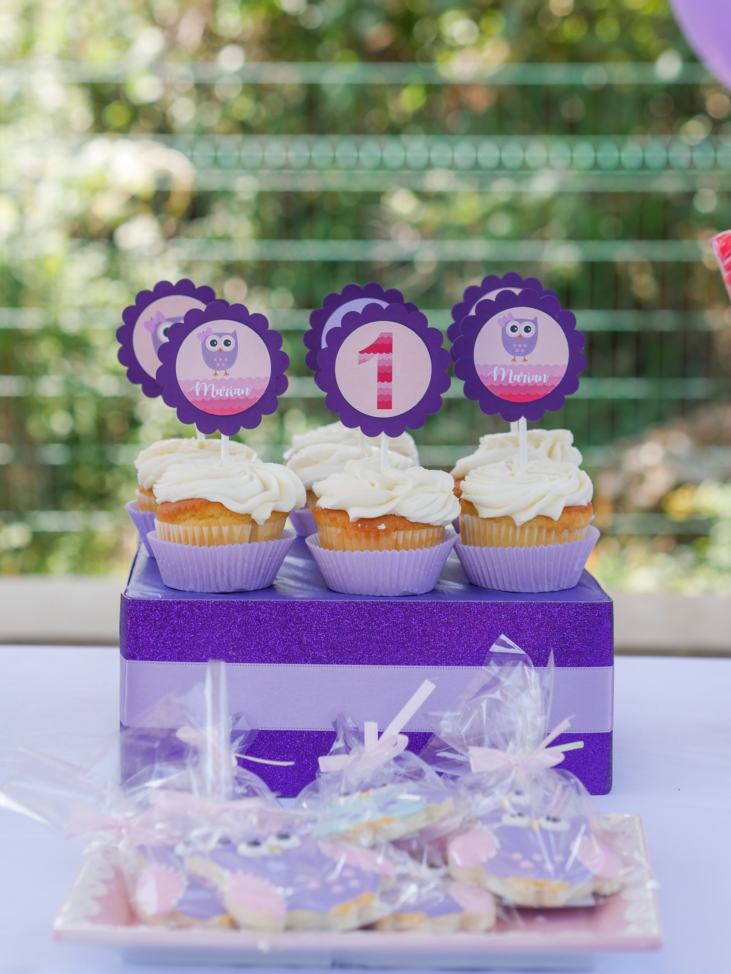 Purple at a little girls birthday party is super cute and makes it stand out from all the pink parties. Full details on this owl themed first birthday party can be found on www.minteventdesign.com. Click to see over 10 creative party ideas in the Owl First Birthday Party by party stylist Mint Event Design in Austin, Texas. #birthdayparty #partyideas #partyinspiration #owl #firstbirthday #owlcookies #birthdaycookies #partycupcakes