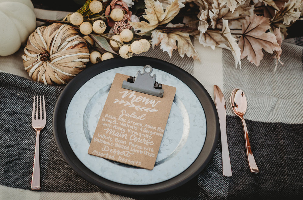 Bridal Shower Menu DIY - with these cute mini clipboards you can write the menu directly on the clipboard with a white calligraphy pen. Click to see even more details of this fall bridal shower by party stylist Mint Event Design. #bridalshowers #bridalshowerideas #rusticwedding #rusticbridalshower #bridalshowerdecor #farmwedding #menu #calligraphy #bridalshowerdiy