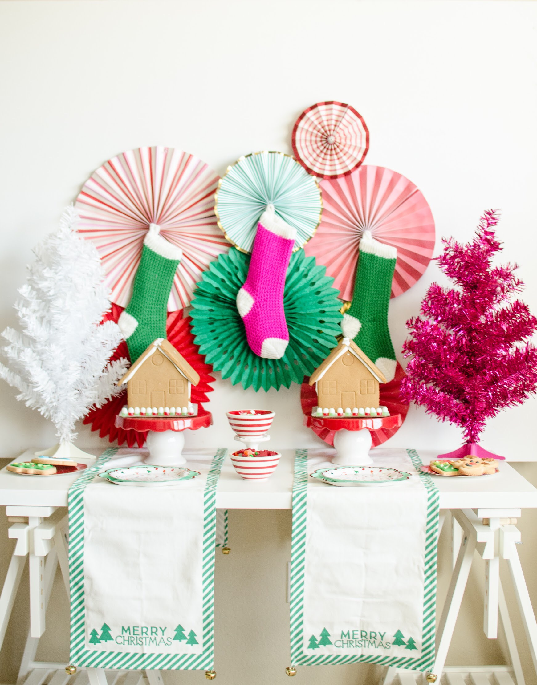 Find out how to surprise your kids with a fun gingerbread house decorating party using the holiday decorations you already have. See the full decorating details and party set up design on Mint Event Design www.minteventdesign.com #gingerbreadhouse #holidayparty #holidays #partyideas #christmasparty #holidaypartyideas #kidsparty
