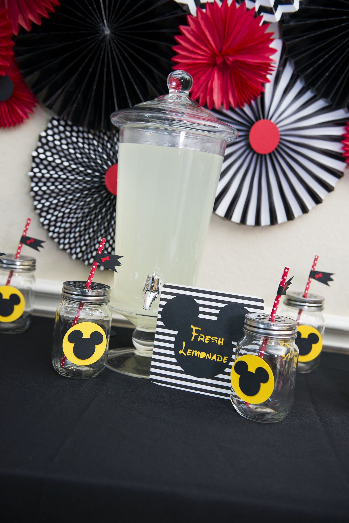 Modern Mickey Mouse birthday party idea