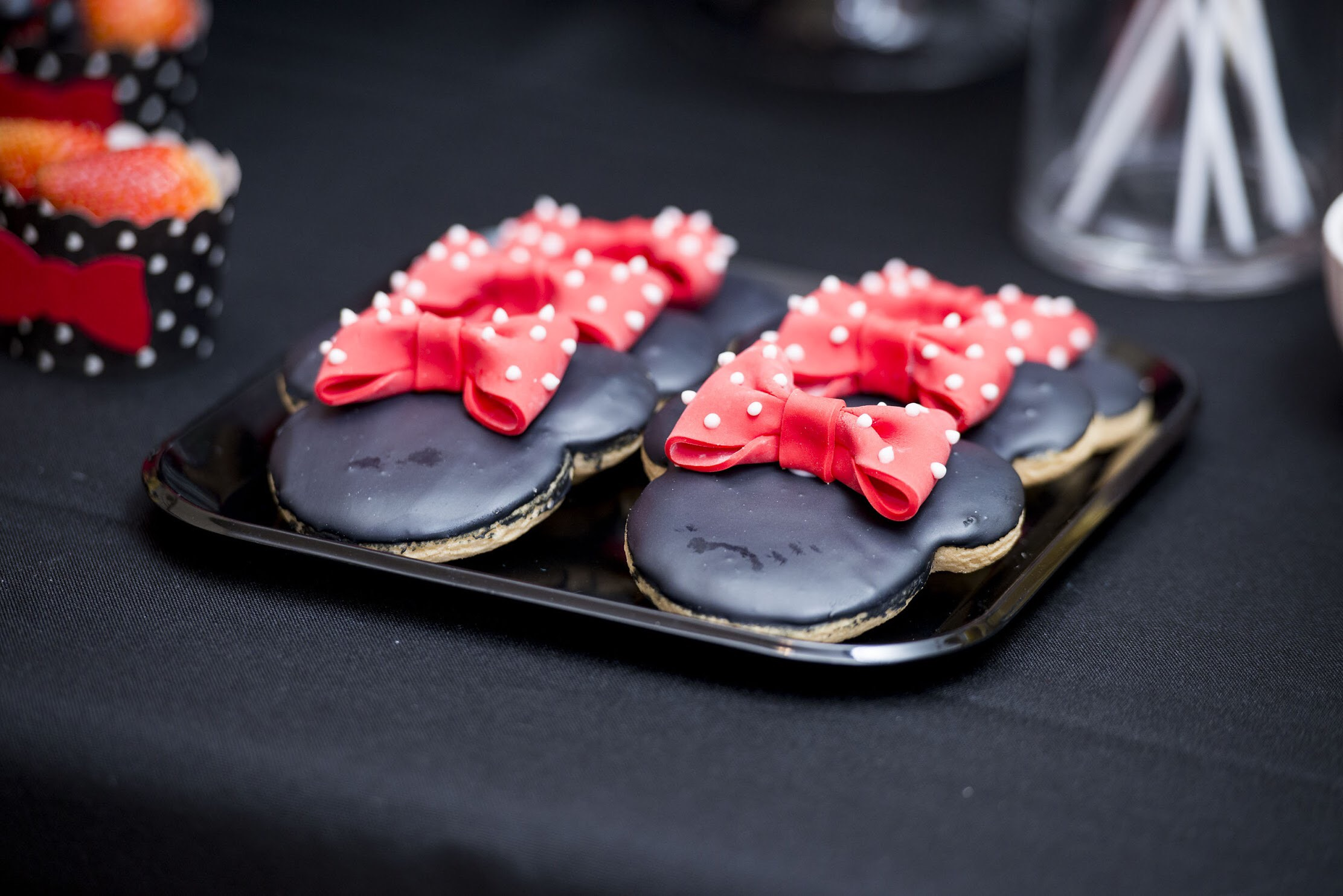 Minnie Mouse Cookies with Fondant bows