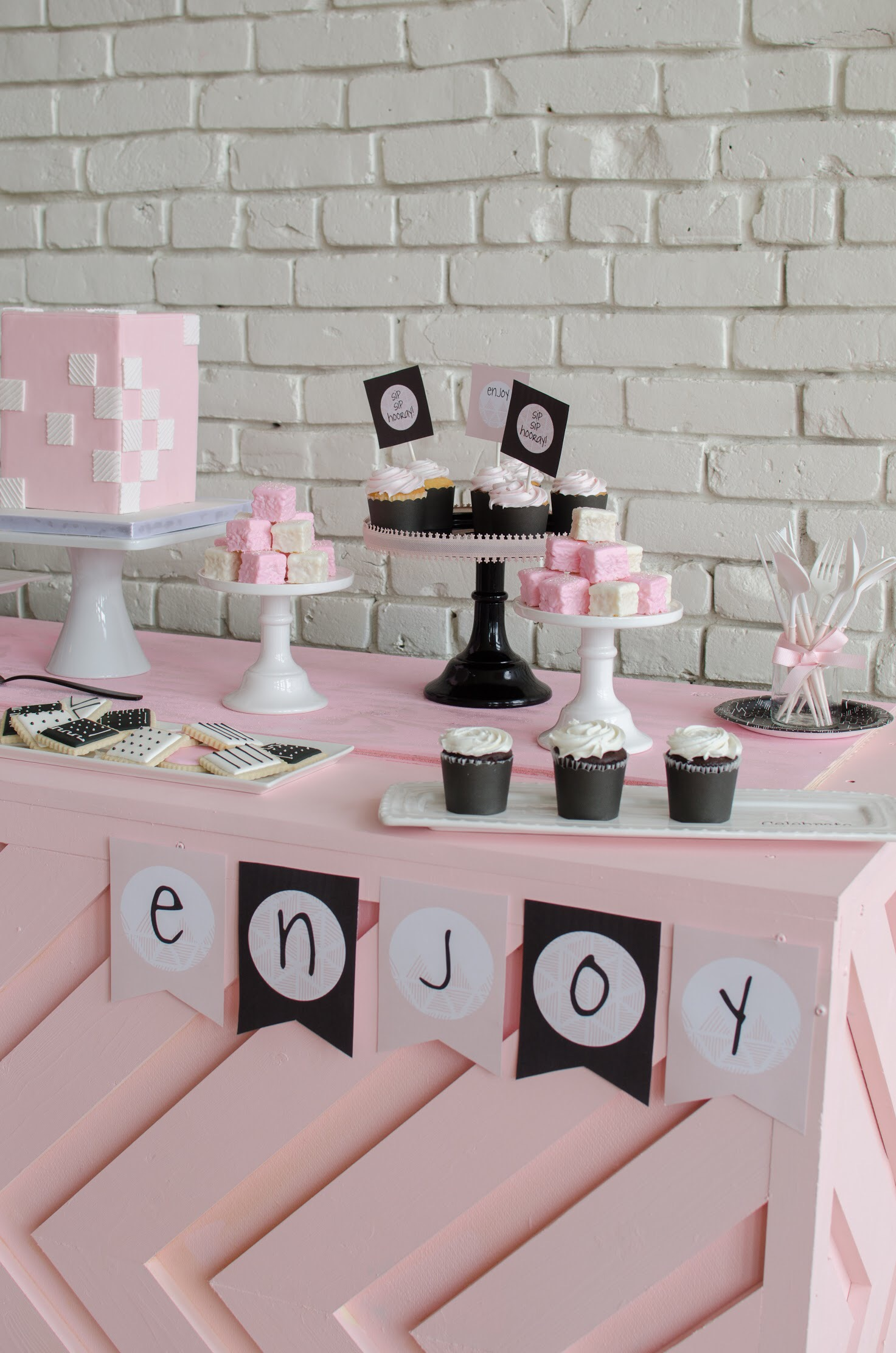 Love this dessert table from Mint Event Design, and free printable banner too!