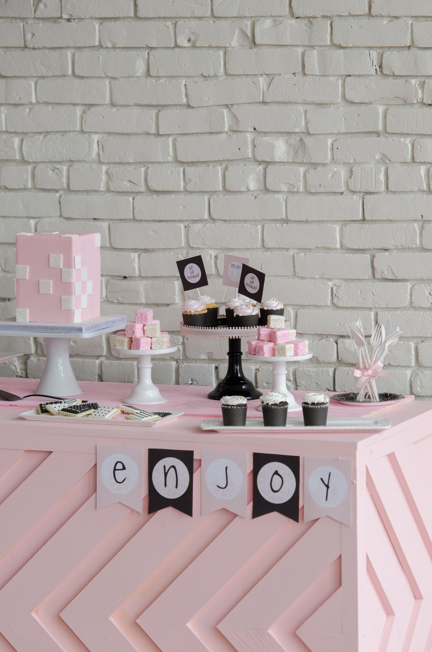 Love the modern design of this Galentine's / Valentine's day party!