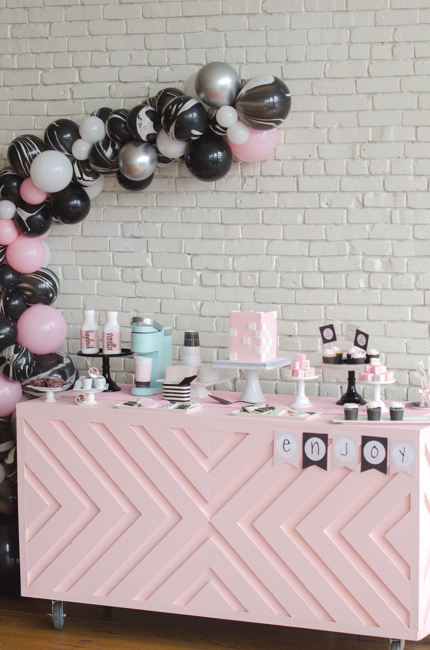 LOVE this pink party design from Mint Event Design— and free printables!