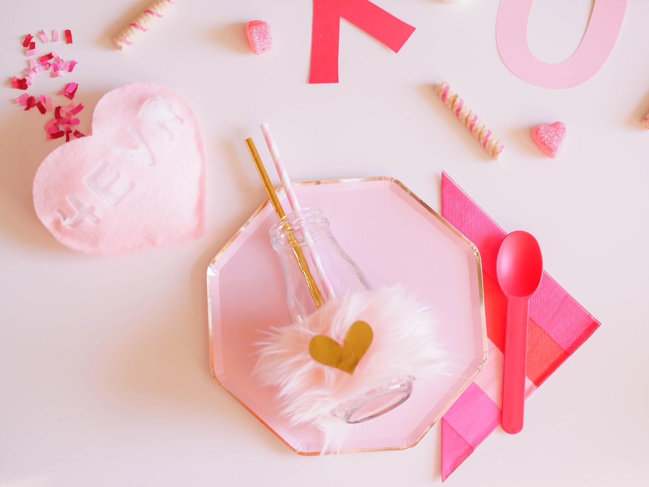 This perfectly pink Valentine's Day party is so over the top! I love it!