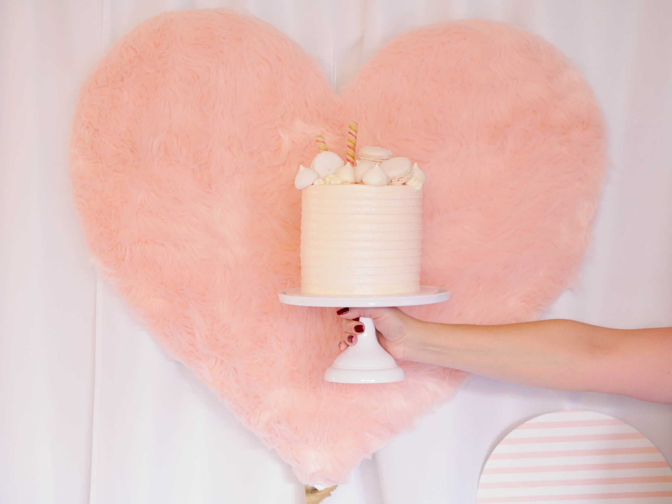 Love this faux fur party backdrop, so luxe!