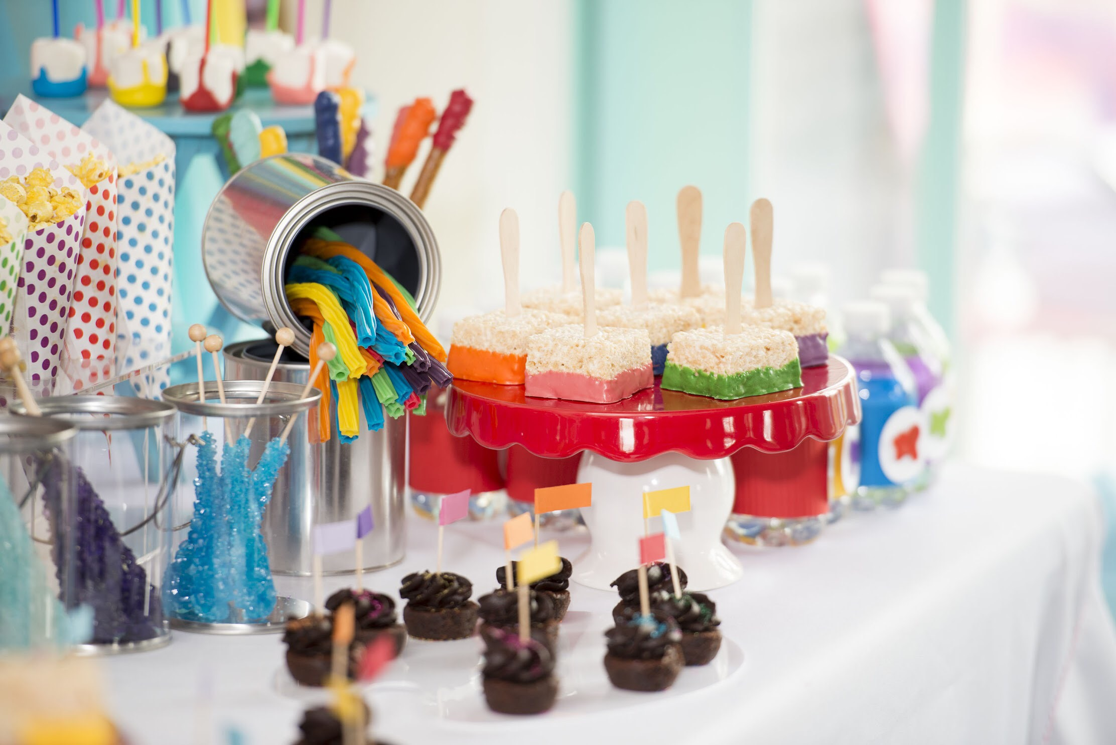Super cute art themed desserts for art themed birthday party. See all the details on how to plan your art party at a local art studio on Mint Event Design www.minteventdesign.com #partydessert #kidsparty #kidspartyideas #birthdaypartyideas #artparty #rainbowparty