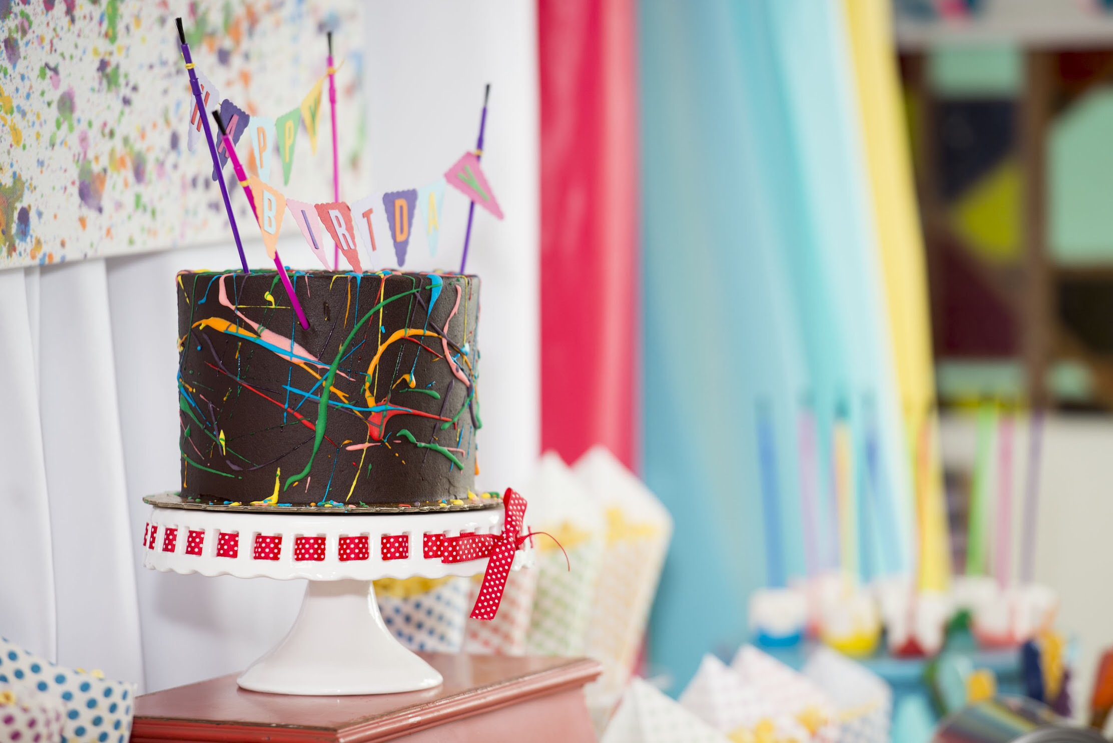 Chocolate brownie cake instead of a traditional white birthday cake. See all the details on how to plan your art party at a local art studio on Mint Event Design www.minteventdesign.com #kidsparty #kidspartyideas #birthdaypartyideas #artparty #rainbowparty #birthdaycake #partydessert