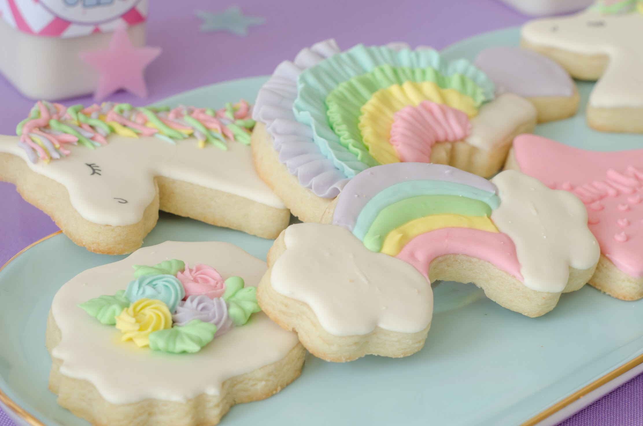 How sweet are these unicorn cookies? The whole party by Mint Event Design is a-may-zing! See all the party details to create your own unicorn themed birthday party at www.minteventdesign.com #unicornparty #birthdayparty #birthdaypartyideas #pastelrainbow #birthdaycookies