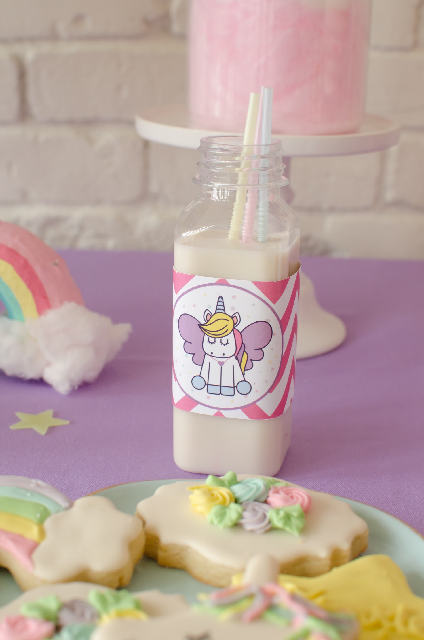 Download this cute free printable unicorn drink label party ideas from Mint Event Design www.minteventdesign.com #unicornparty #unicornbirthday #printables #freeprintables #birthdayparty #birthdaypartyideas