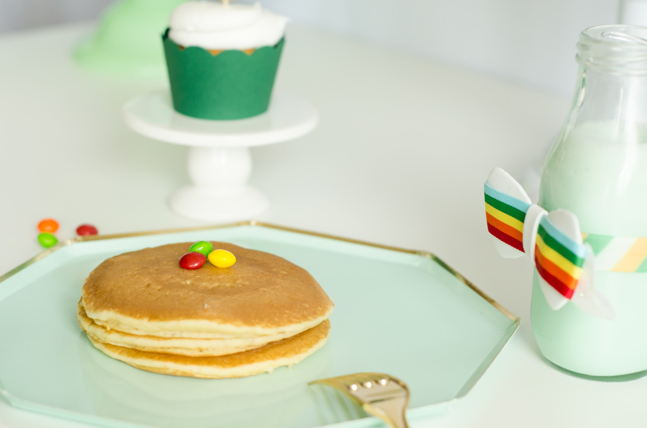 Gold and Green with rainbows are the perfect colors for this St. Paddy's Day Breakfast. Click to see all the green party ideas from Mint Event Design www.minteventdesign.com #partyideas #partydecorations #breakfastfood #saintpatricksday #stpatricksday #pancakes