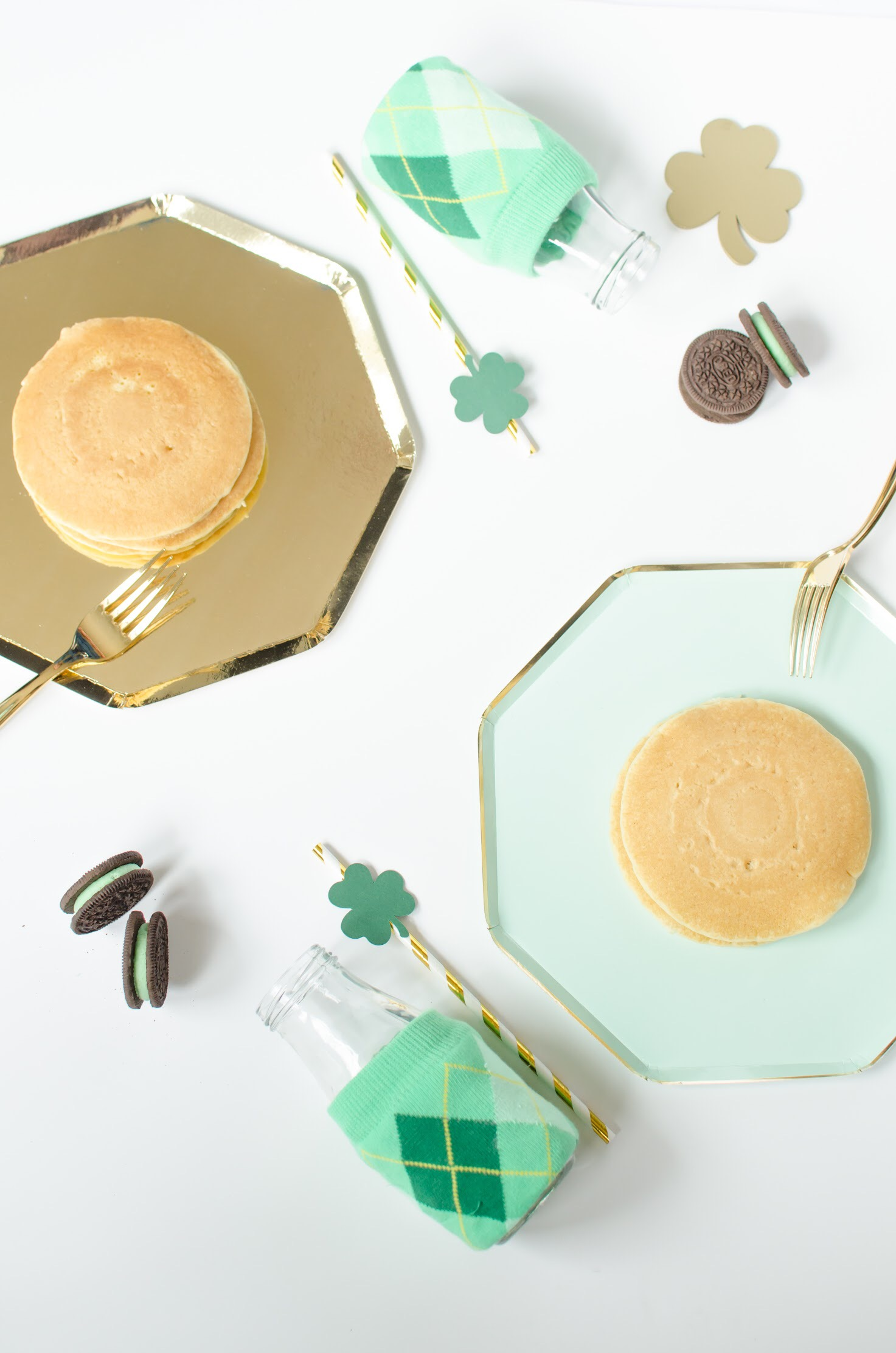 You can't go wrong with Green and Gold as a color scheme for a St. Patrick's Day celebration. See how you can use green and gold tableware throughout your party on Mint Event Design www.minteventdesign.com #partyideas #partydecorations #saintpatricksday #stpatricksday #tablesetting #tableware