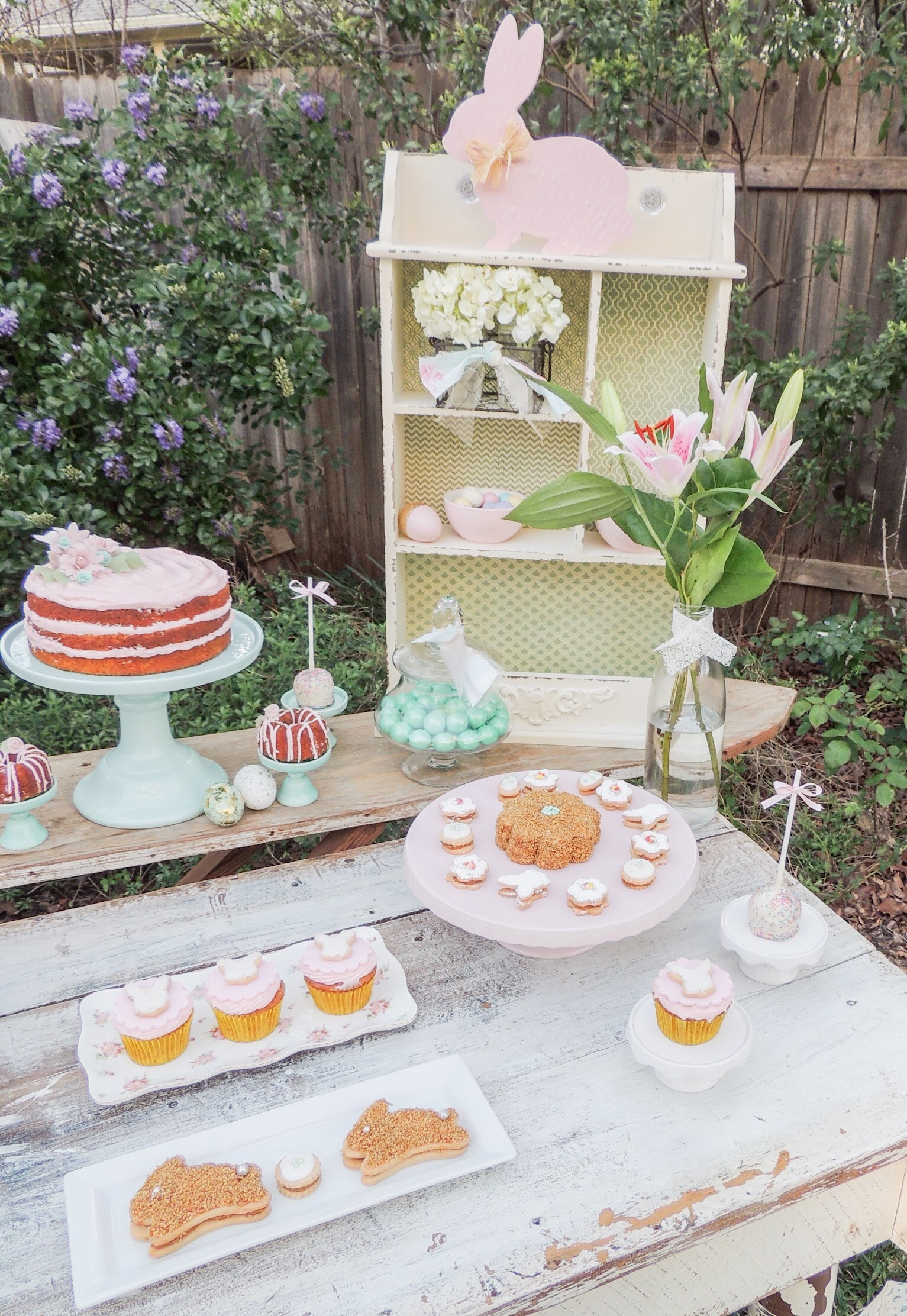 Pastel colored Easter Party Ideas. Styling by Austin Texas Party Planer Mint Event Design www.minteventdesign.com #eastertable #easterdecor #easterparty #partyideas #easterideas