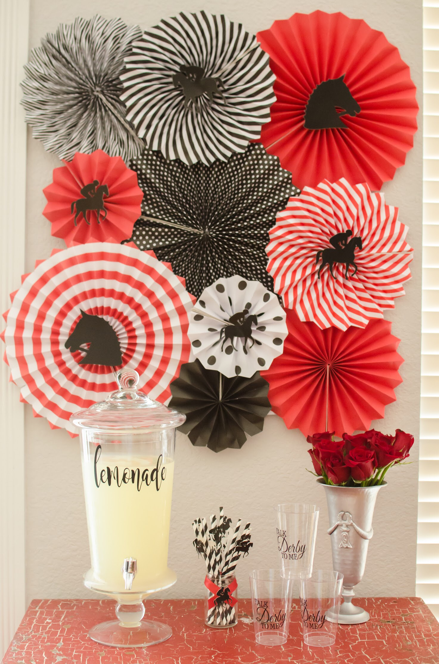Dress up your Kentucky Derby Drink station with paper fans in your party colors. Add horse shaped cut-outs to add more detail to them. Created by party planner Mint Event Design www.minteventdesign.com #kentuckyderbyparty #kentuckyderby #partyideas #derbyday #runfortheroses #partybackdrop
