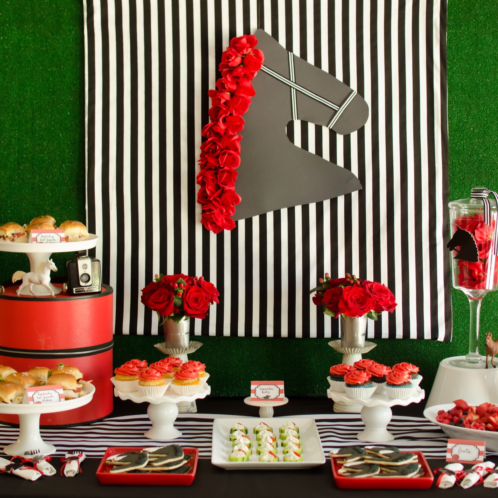 Red, black, and white Kentucky Derby Party Ideas from Mint Event Design www.minteventdesign.com