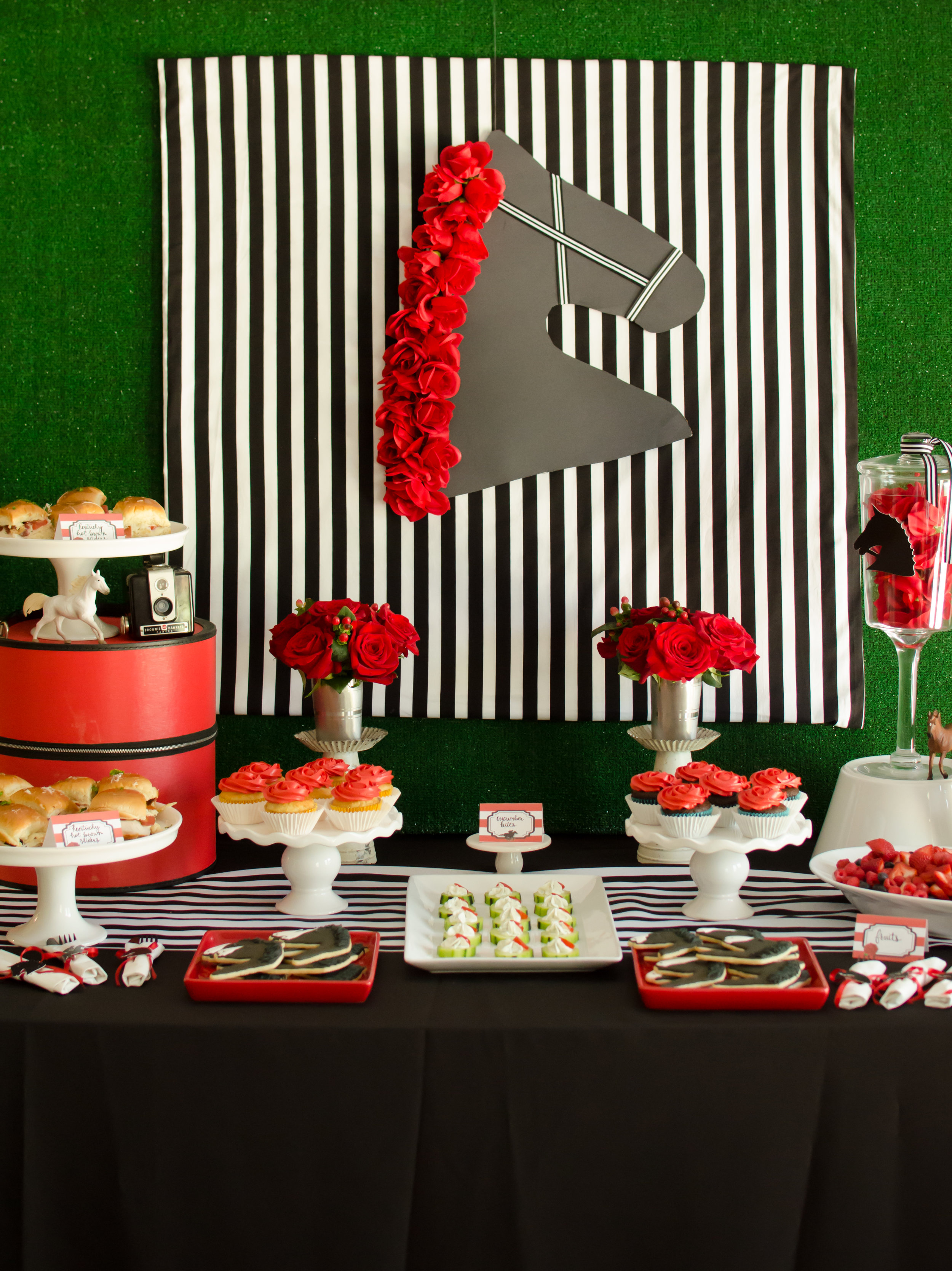 How to set up the perfect table for your Kentucky Derby Party including finger foods and desserts. Styling by party planner Mint Event Design in Austin Texas www.minteventdesign.com #kentuckyderbyparty #kentuckyderby #partyideas #derbyday #runfortheroses #partytable