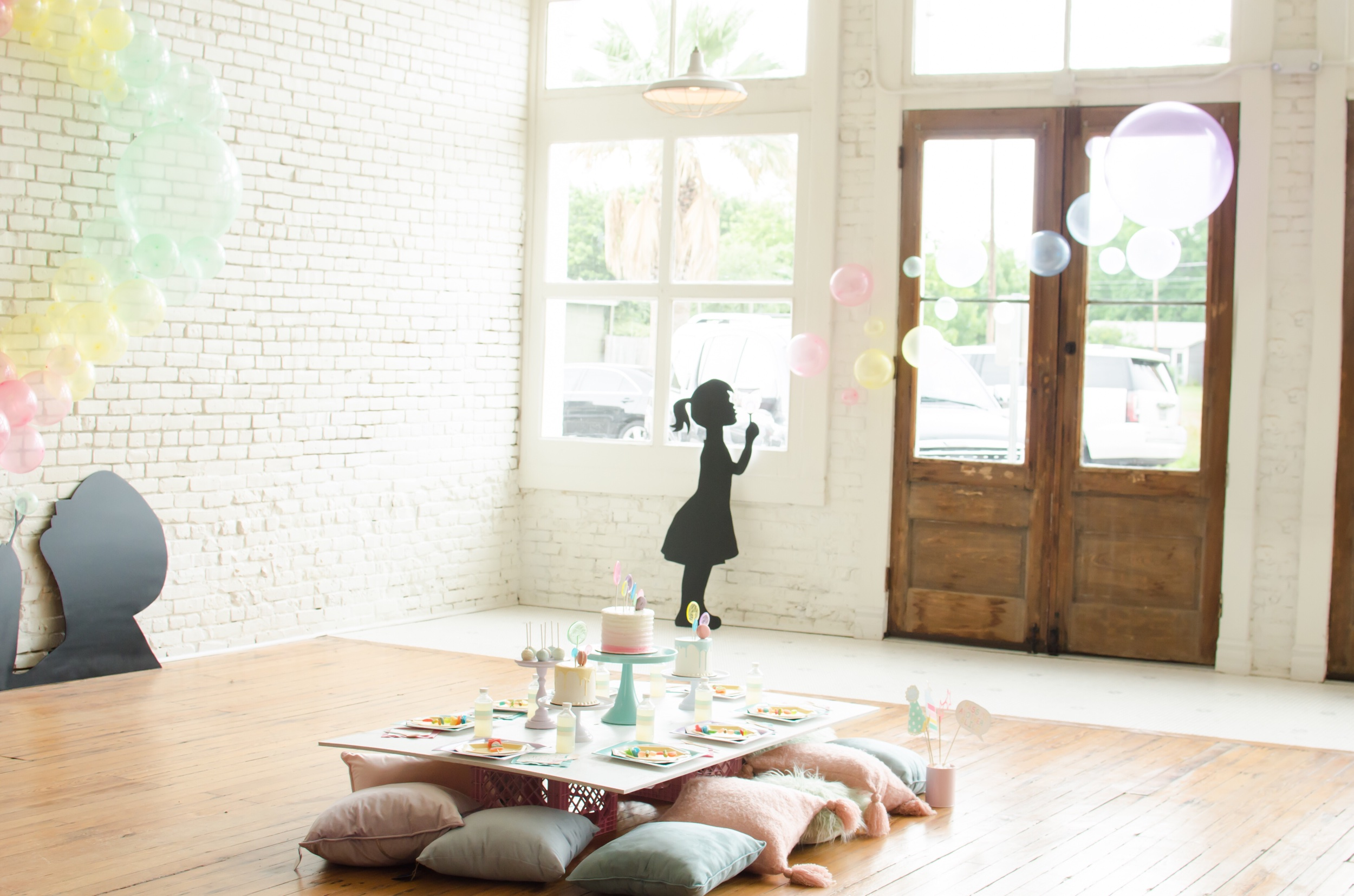So cute! Girl blowing bubble balloon art!