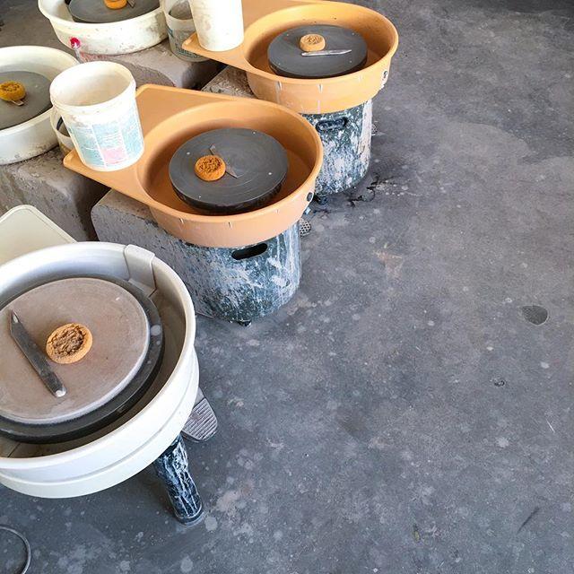 Potter wheels ready for newbie hands.... pre-class details over in @caufieldclayworks studio 🧽 ⠀⠀ ⠀ ⠀⠀ ⠀ ⠀⠀ ⠀ ⠀⠀ ⠀ ⠀⠀ ⠀ ⠀⠀ ⠀ #dowartists  #caufieldclayworks #dowartsbuilding #makeithere #saintpaul #minnesota #clay #ceramics #potteryclasses #creativestpaul #localart #mn #mpls #stp #dowart #smallbusiness #art #artist #minnstagramers #louisfdowcompany #mysaintpaul