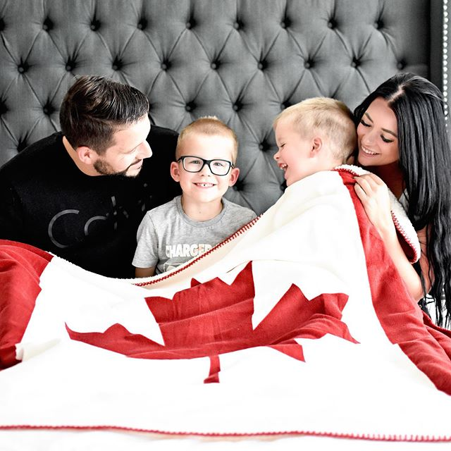 Happy Canada Day to all my Canadian friends 🇨🇦 • We all know how much I am missing my @endy bed, but did you know you can now try one out at 37 different @urbanbarn stores across Canada? You are WELCOME 🛌 #endypartner #happycanadaday