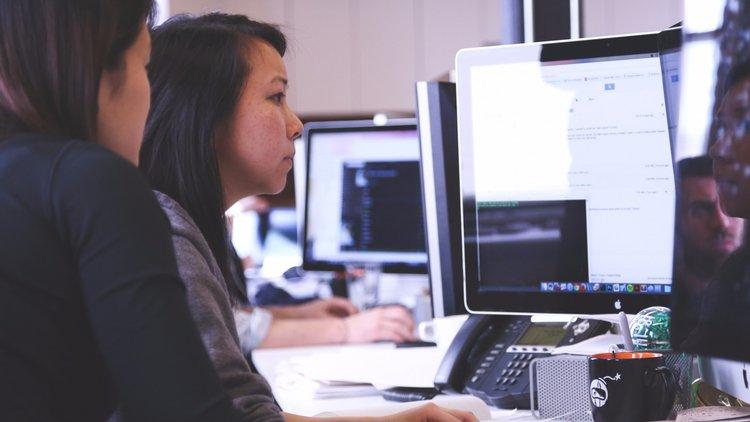 20151123172617-people-women-office-working-technology-computer-workspace-coding-programming-programmers-coders.jpeg