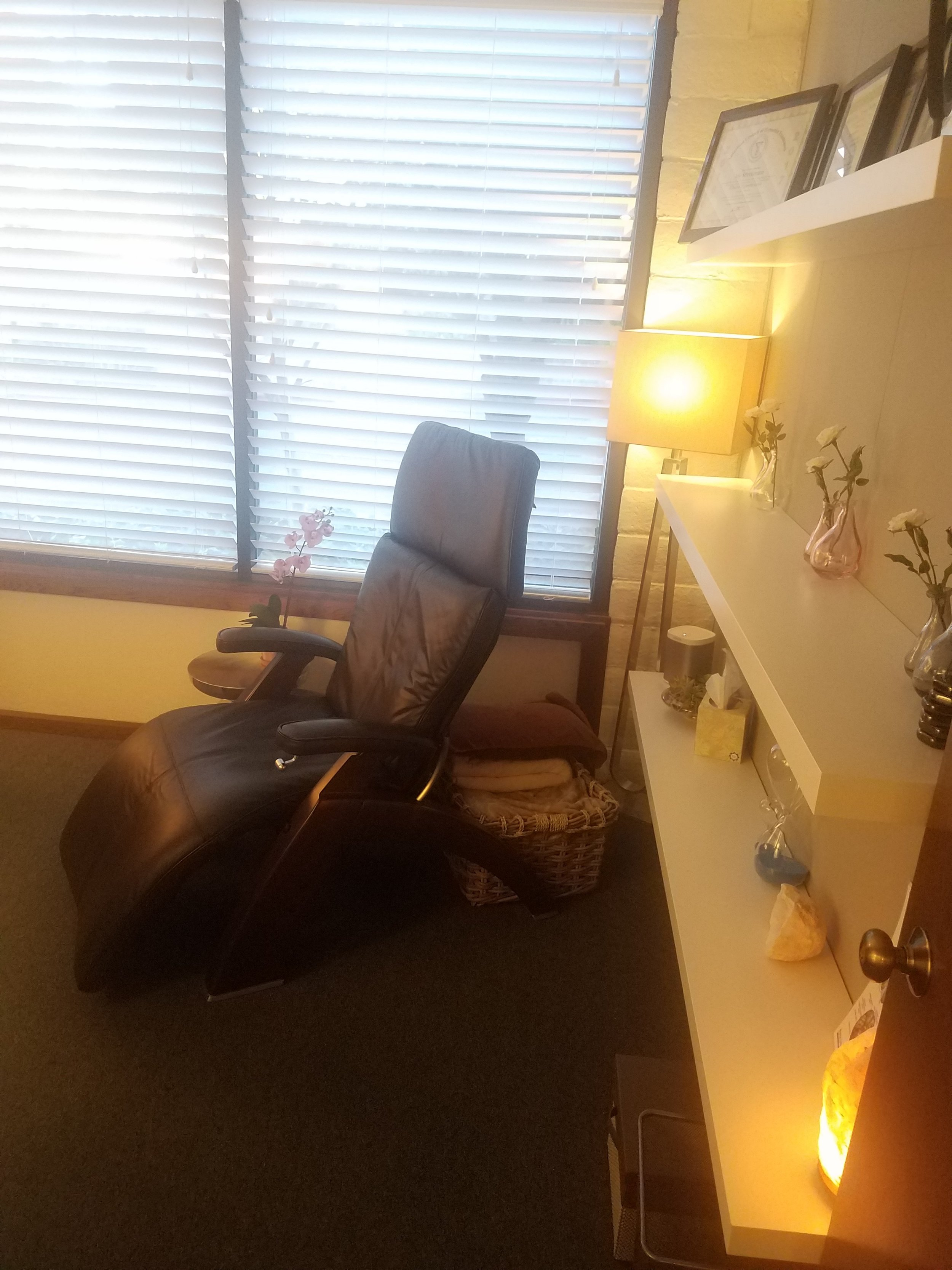 Hallway view of hypno-chair.jpg