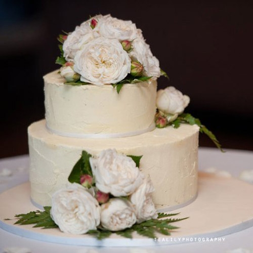 Cake Flowers. - Fresh flowers for your cake can continue the theme of your wedding and tailored to suit just about any cake