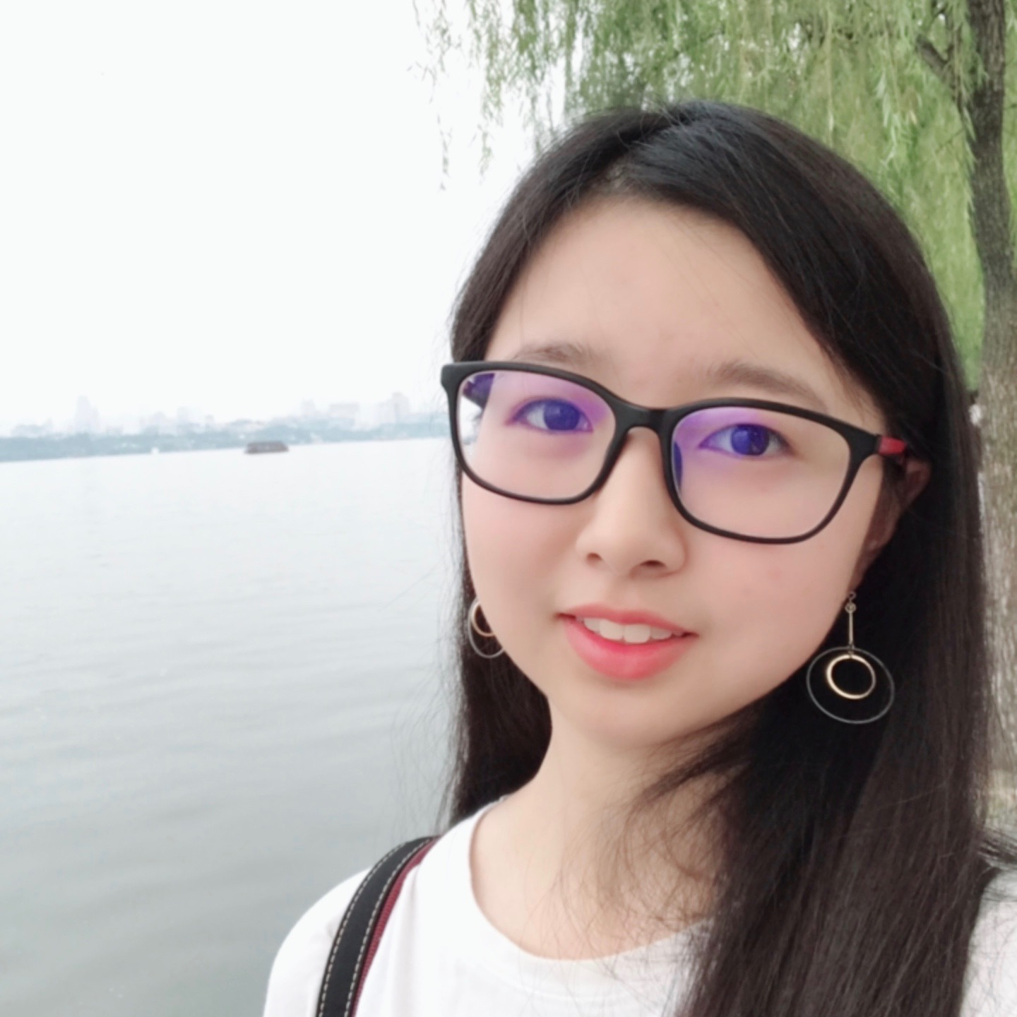 Qian Huang - Intelligent Systems Co-LeadComputer Science and Mathematics '21Hometown: Tianjin, ChinaI joined CDS after taking the training course in my first semester. I enjoy exploring new areas in CDS together with people with similar passion. In my free time, I like to play badminton and reading novels.