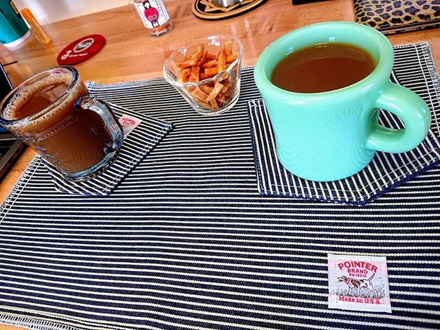 Coffee ☕ Break featuring imokenpi (Japanese Sweet Potato snack) . 🤠 @fiddlingleona #sweetpotatochips  #pointerbrand @lckingmfg #firekingjapan #fireking #jadite #hickorystripe #denim #cafe #coffee #coffeeshop #imokenpi #japanesesnacks #kochi #shikoku #vintageglassware #resturantware