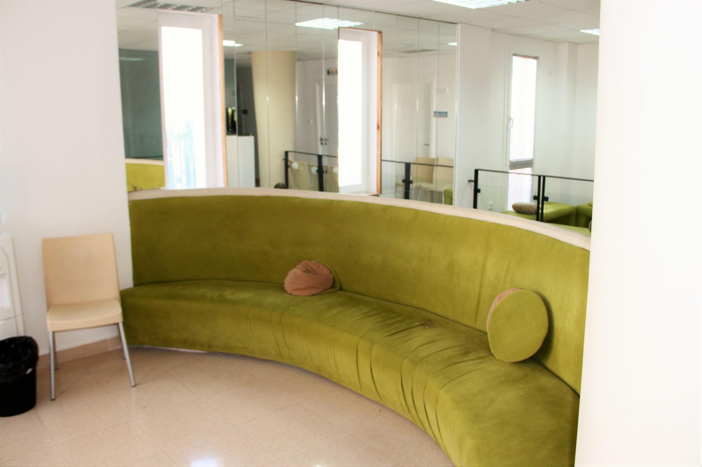 salle d'attente Clinique fécondation in-vitro Tiziri Alger. Atelier Messaoudi architecture aménagement et design. Bureau d'étude Algérie.