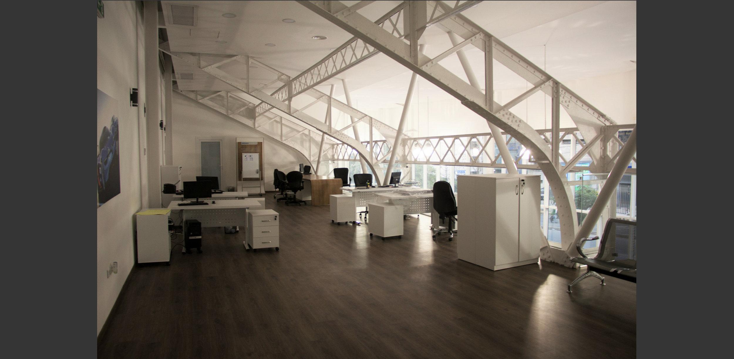 Mezzanine Showroom automobile à Alger, Atelier Messaoudi architecture aménagement et design. Bureau d'étude Algérie.