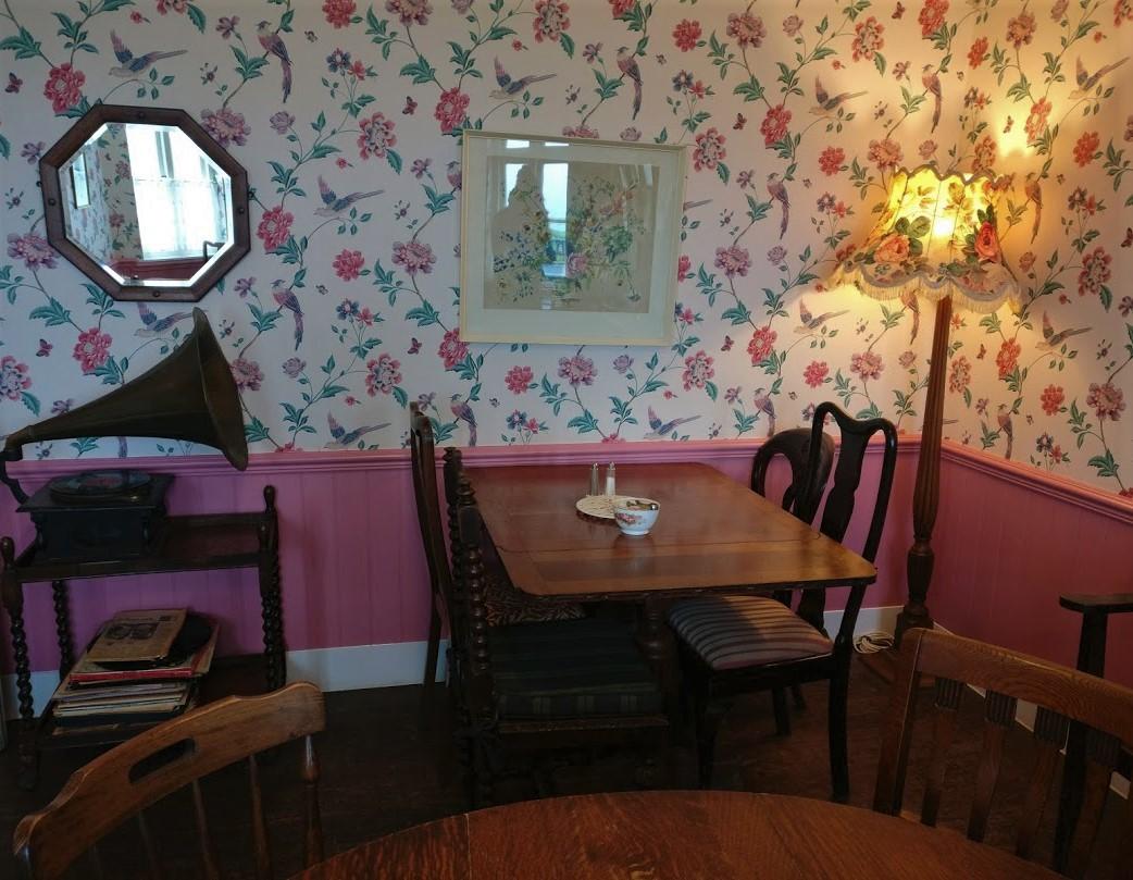 tearoom1.jpg