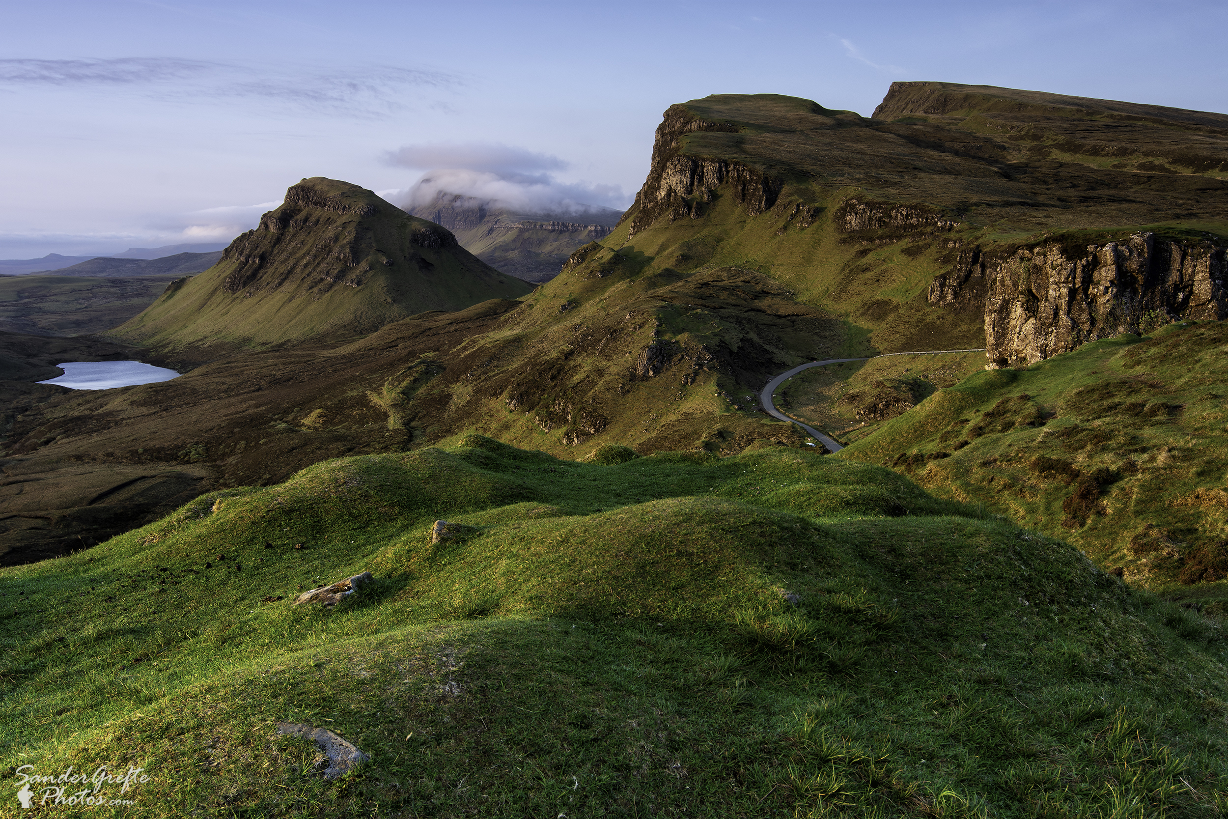 Mooi ochtendlicht op de heuvels van Quiraing (Nikon D7200, 24mm, iso 100, f11, 0,4s)
