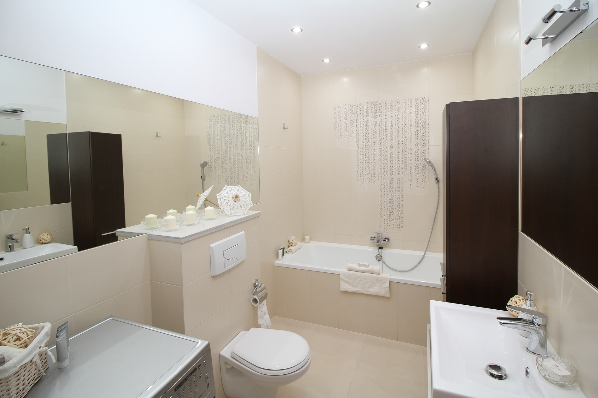 bathroom-2094733_1920.jpg