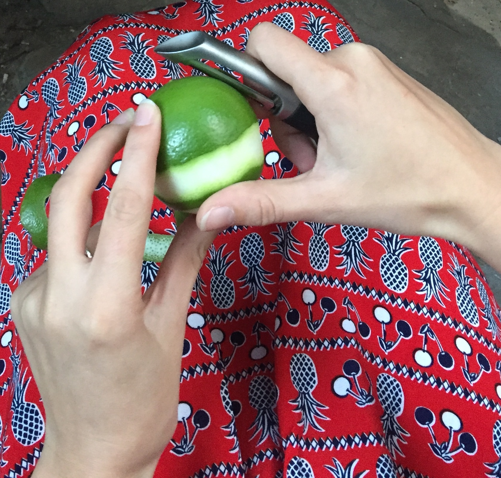 Peel the lime - Try to get only the green part of the skin, avoiding the white part which can cause bitterness