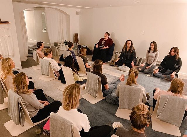 Our first Popup @anchormeditation for March's Money Manifestations was such a success 💵💵💵 & a special shoutout to our Greygirl Ambassador @missashleywatson14 for sharing why she keeps coming back every month. 🥰 Stay tuned-April's SC will be posted this Sunday and has very limited space so grab your 🎫 early. See you in April ✌🏼#greygirlsmarch