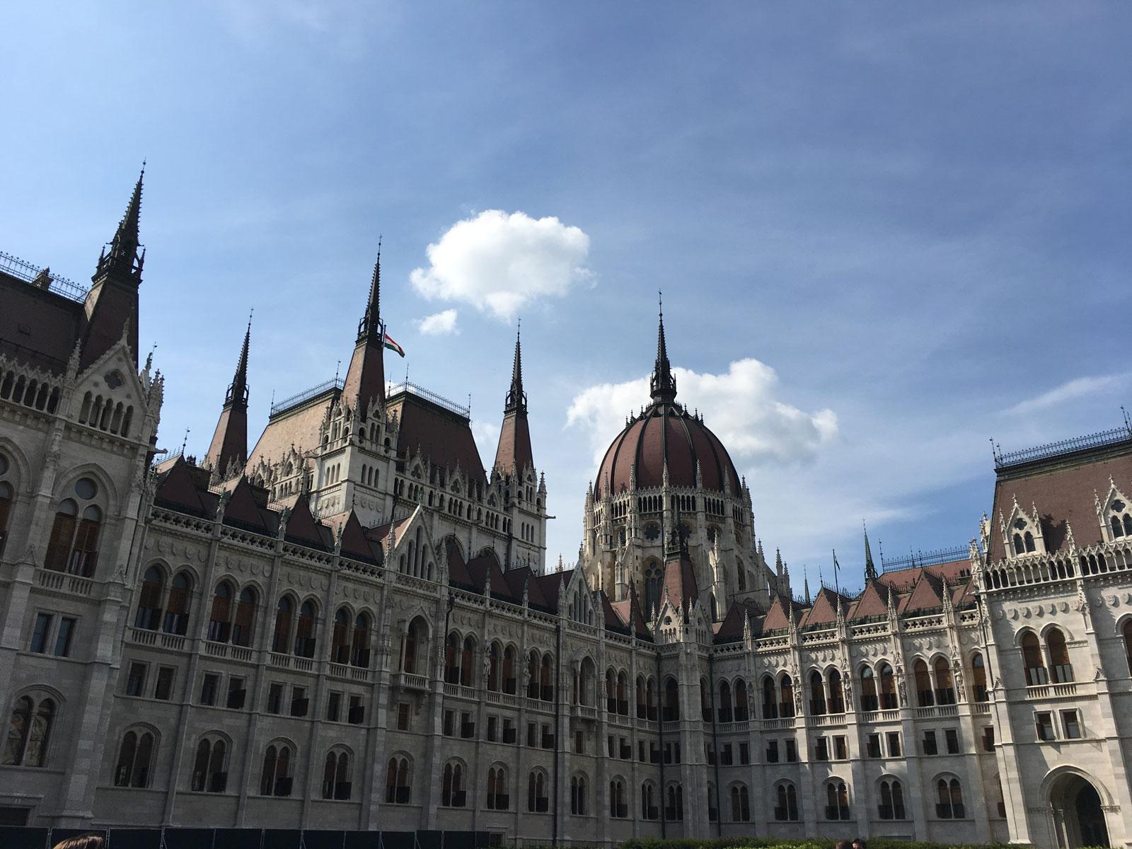 budapest_parliament4.jpg