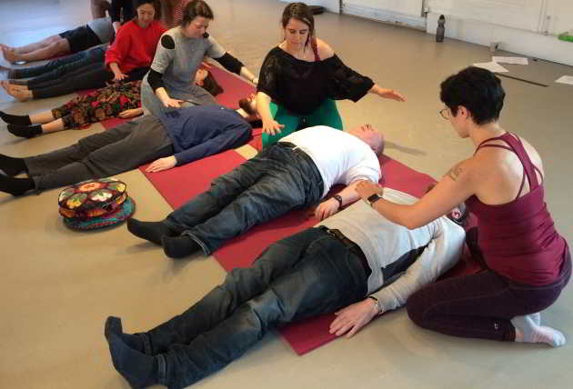 Sanjay demonstrates the energy body in workshops and in tantra massage.