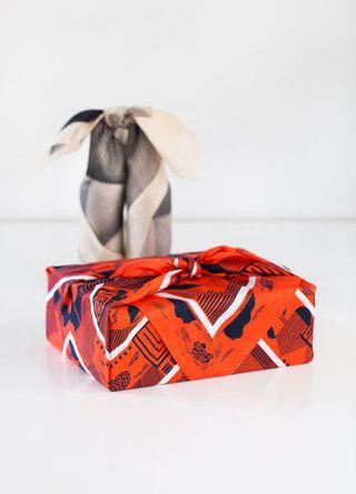 1510926982-syn-xxx-1510879765-furoshiki-gift-wrapping-02a-1510690084.jpg