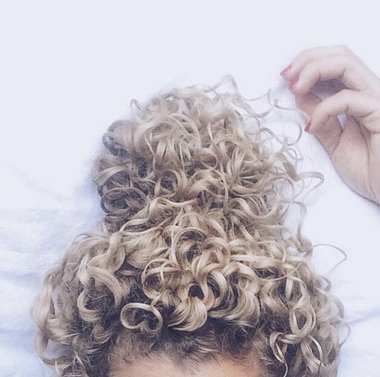 JADE - A lover of working with a curly canvas, Jade enjoys embracing and enhancing natural beauty. She is really looking forward to the relaxed vibes that are trending this season. *Inspiration hair by @curlsandblondies