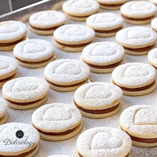 Thankful for this Friday 💕 We'll be sharing more pics with you all on yesterday's presentation later this weekend ☺️ #alfajores #washingtondc #igdc #cookies #corporategifts #alfajor #bakery #etsy #dc #foodphotography #foodporn #foodie #dessert