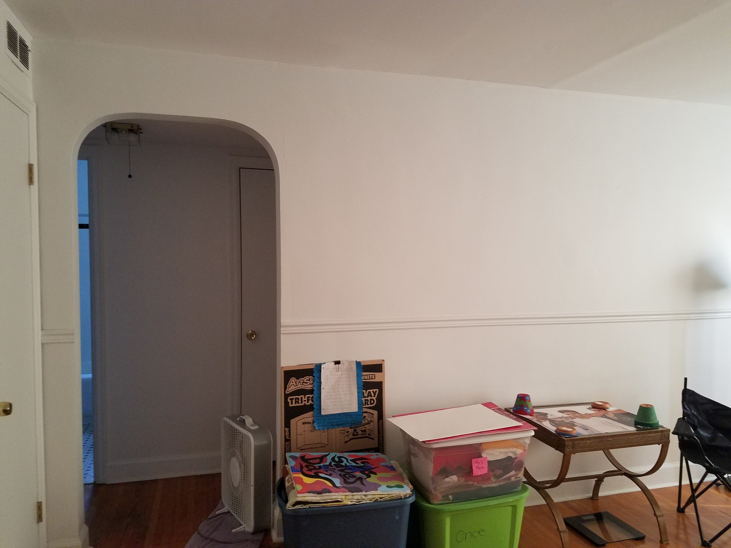 livingroom before 4.jpg