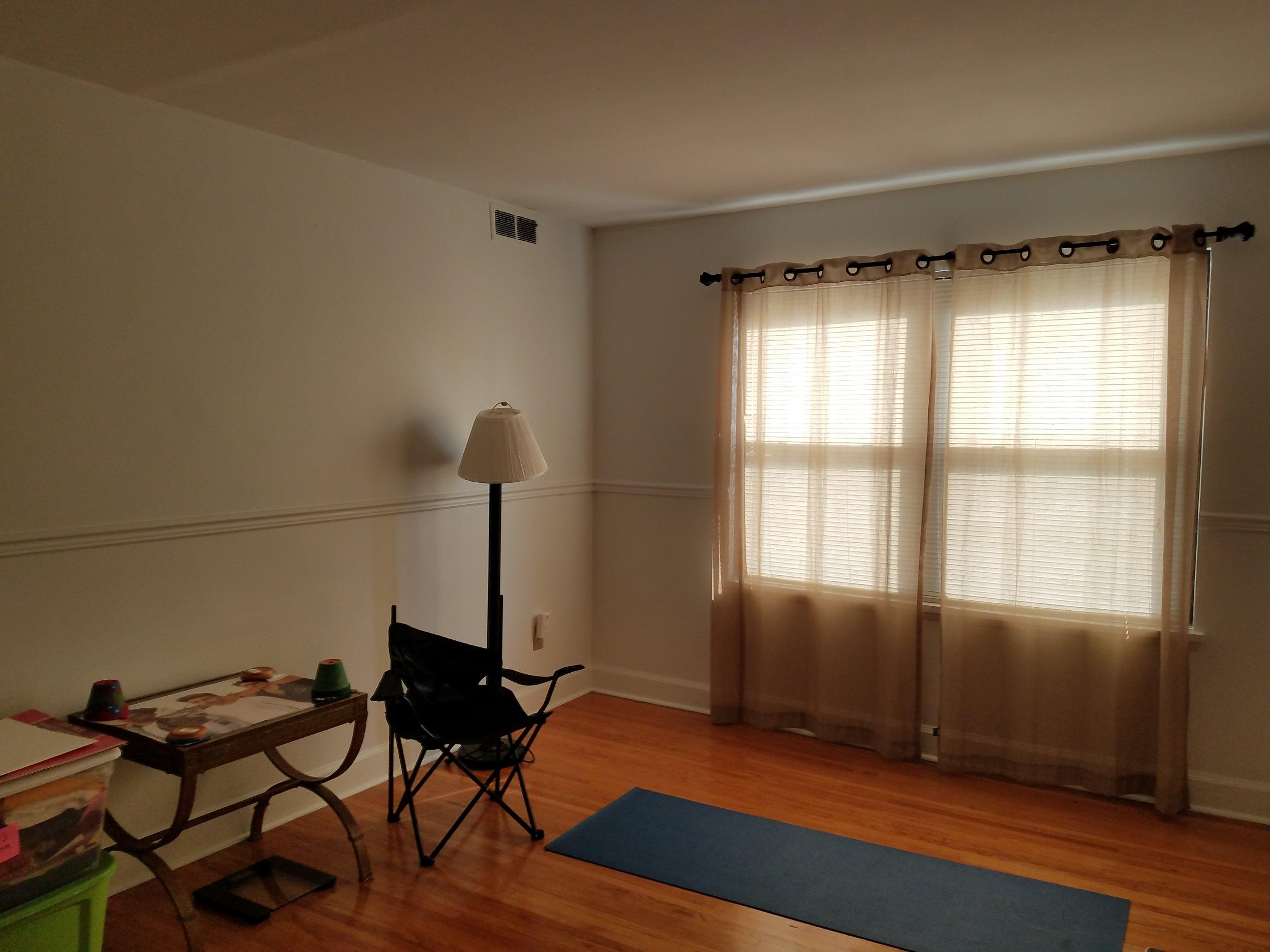 livingroom before 3.jpg