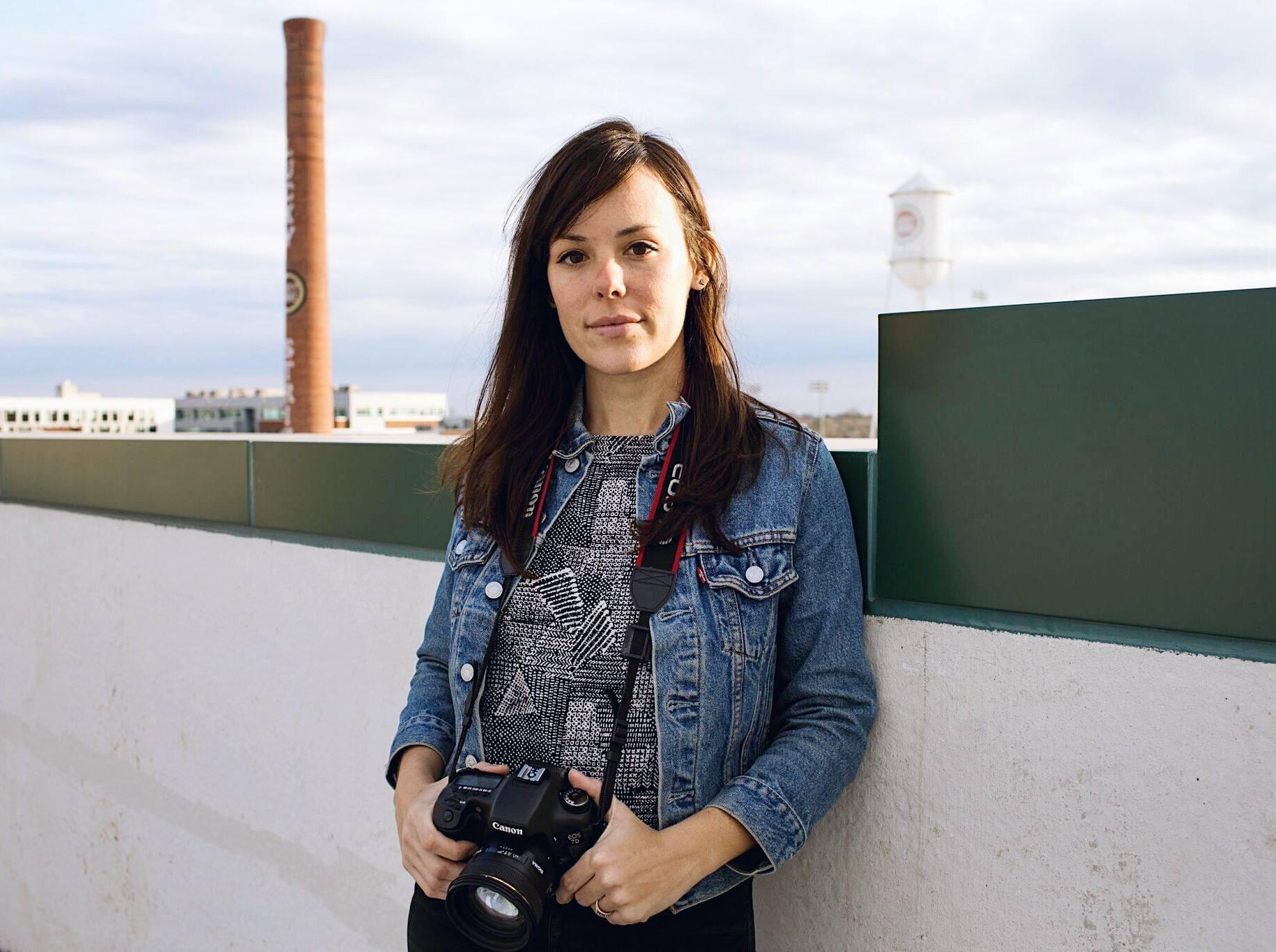 DIRECTORA, PRODUCTORA, EDITORIAL / Pilar Timpane   Pilar es una directora de cine que radica en Durham, NC. Ella ha servido como productora asociada y editora del premiado documental de oceanografía ATLANTIC CROSSING: A ROBOT'S DARING MISSION, cual fue estrenado en el Auditorio Baird del Museo Smithsonian en el 2010 y fue exhibido durante dos años en el auditorio Sant Ocean. El documental ATLANTIC CROSSING también fue proyectado alrededor del país a través de festivales y el canal de televisión de PBS. Sus obras han aparecido en prestigiosas revistas como The Atlantic, Scientific American, The Economist, MSNBC.com, The Financial Times y otros. Pilar cursó sus estudios en la Universidad Rutgers y tiene una maestría de Duke Divinity School. Sus estudios de posgrado se enfocaron en analizar la conección entre imagénes y la ética a través de un lente teológico y artístico. Sus obras se han basado en el área de Latinoamérica como también con los temas de inmigración, religión, y la vida de las mujeres. Actualmente, esta produciendo el documental THE LAST PARTERA, el cuál ha sido apoyado por Big Sky Pitch y el Fondo de Documentales Sureño (Southern Documentary Fund).
