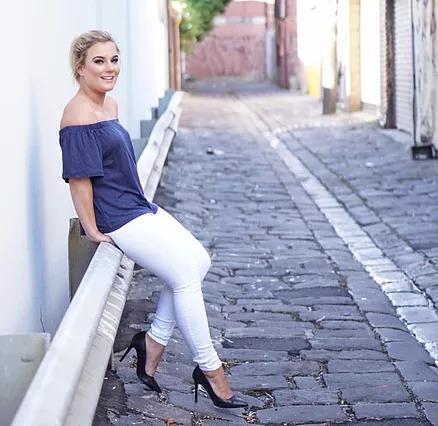 Olivia White @houseofwhite_ (wearing @ezibuy)