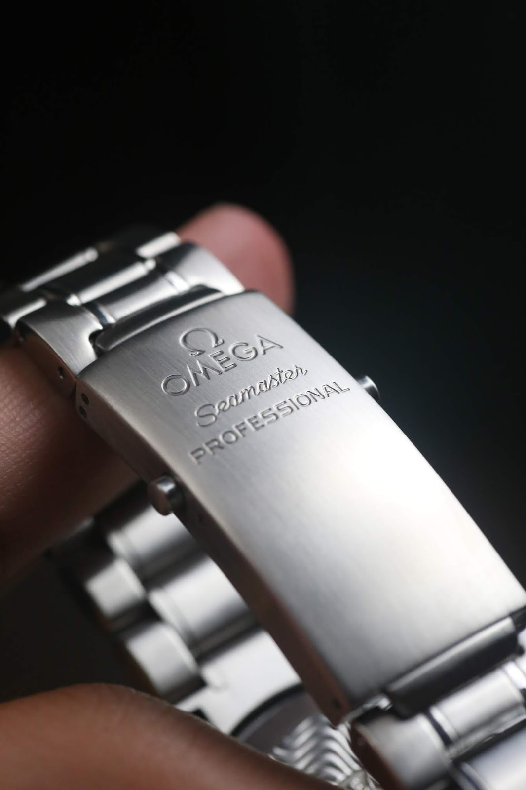 Omega Seamaster Electric Blue clasp Watch Vault.JPG
