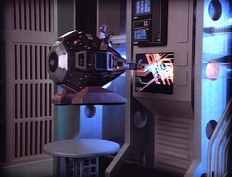 An Exocomp repairs an ODN conduit in  Star Trek: The Next Generation . (Photo: CBS)